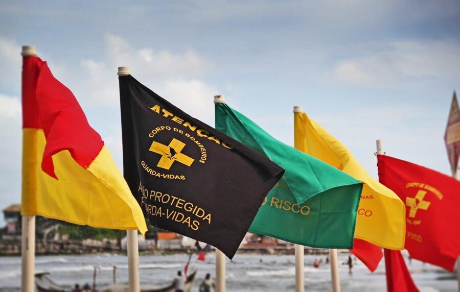 Bandeiras de sinalização das Condições do Mar